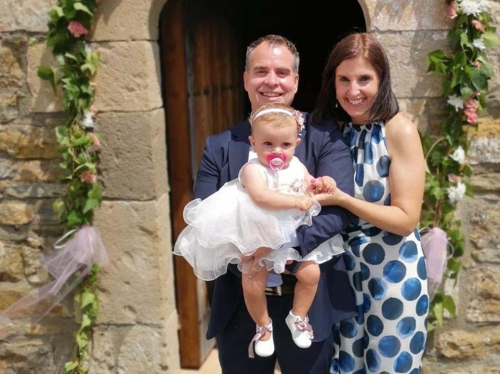 La pequeña María, primer bautizo después de muchos años en Las Colladas, de 8 habitantes