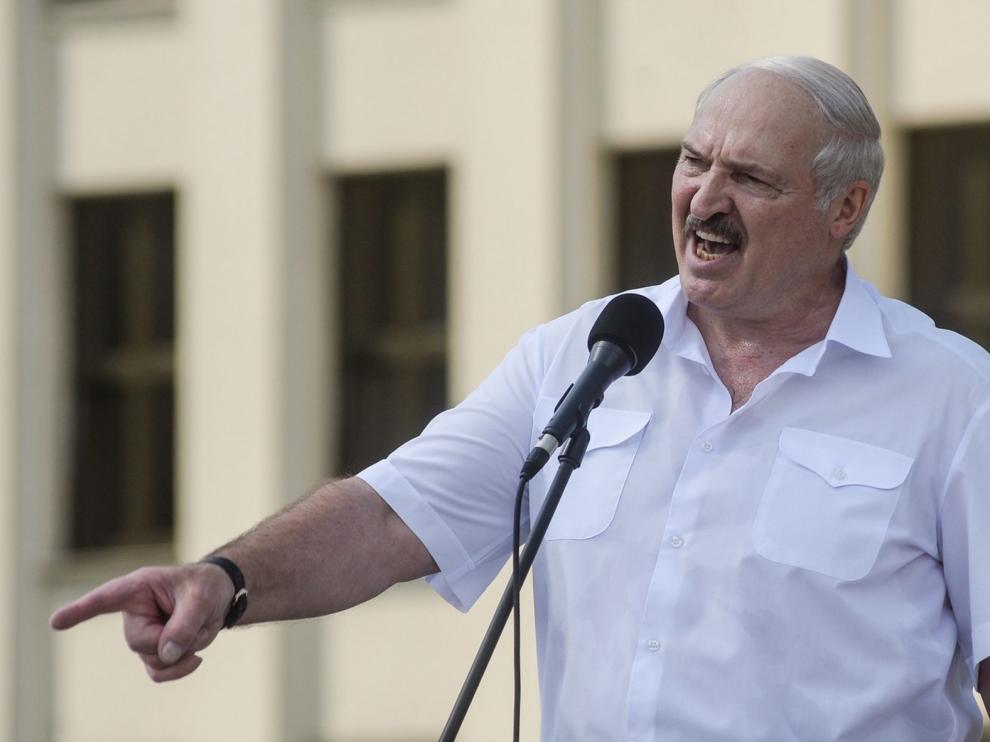 Lukashenko planta cara a la oposición bielorrusa