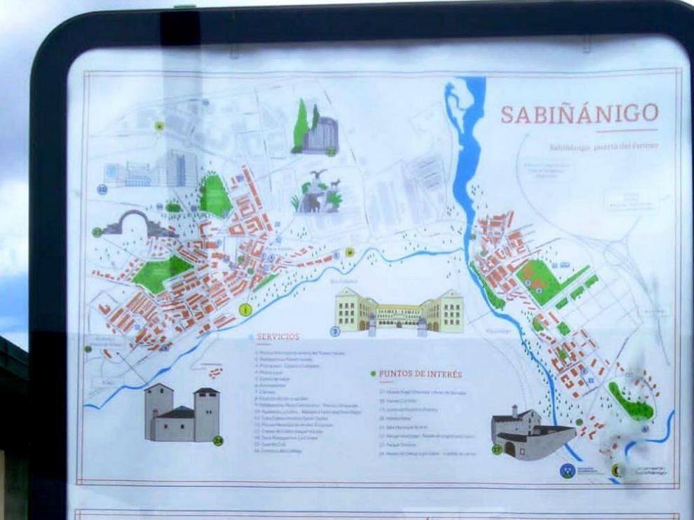 Información de interés turístico en los mupis de Sabiñánigo