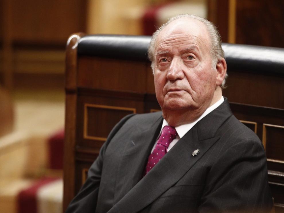 Más de 70 exministros y altos cargos apoyan a Juan Carlos I