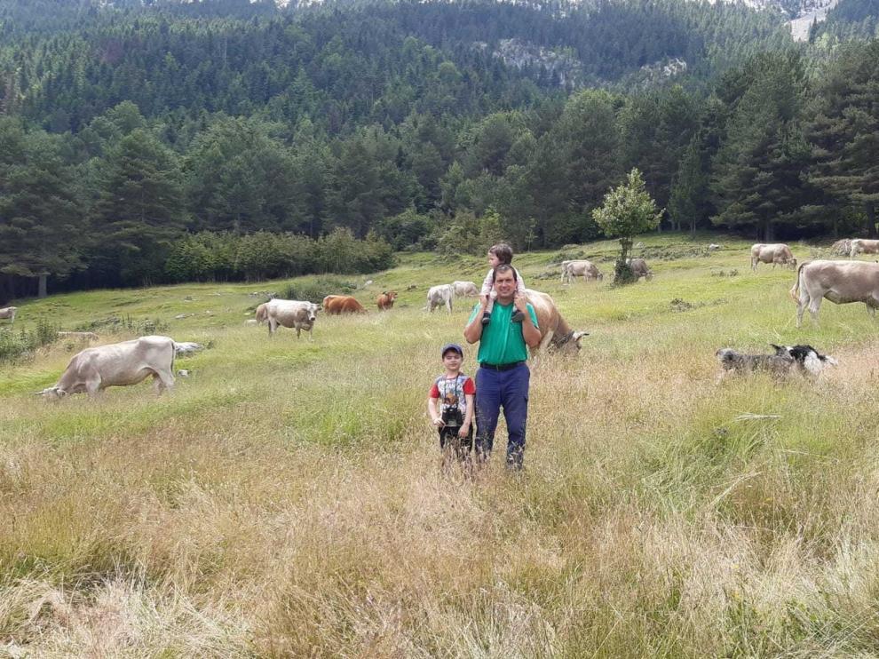 Pasión por la ganadería y el cuidado de la familia en el Pirineo
