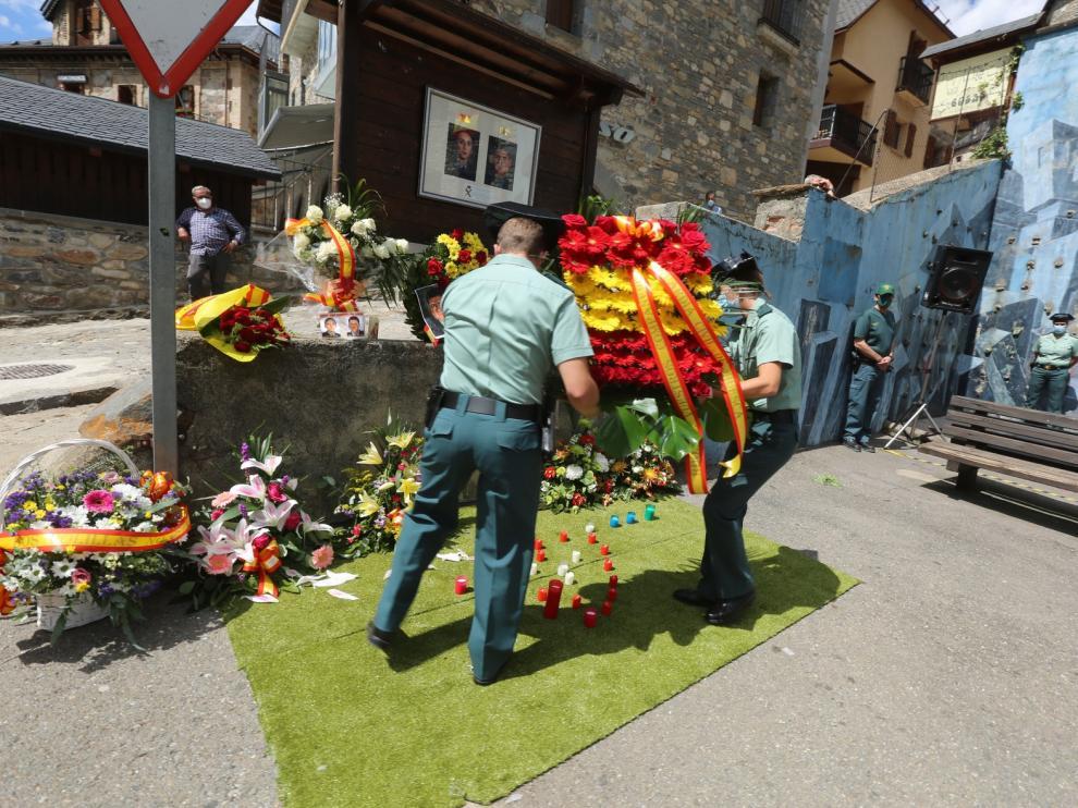 Sallent de Gállego recuerda a los dos guardias civiles asesinado por ETA hace veinte años