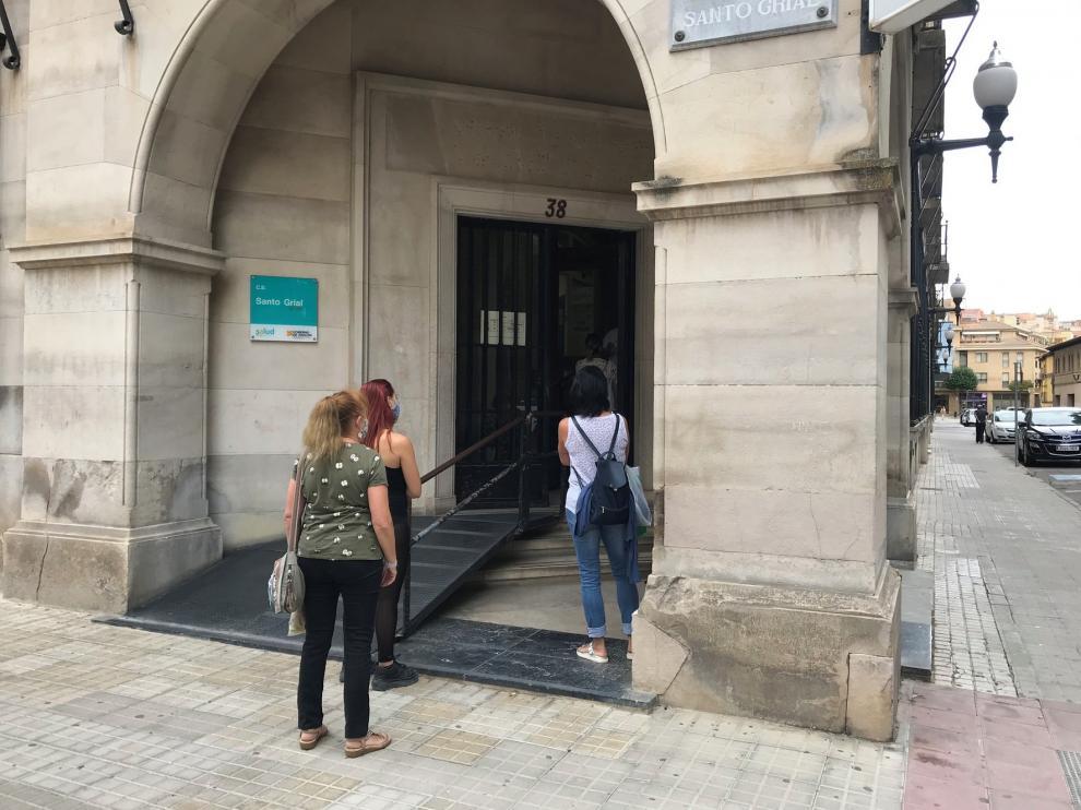 Siguen de baja tres de los sanitarios afectados por el foco en el Santo Grial de Huesca