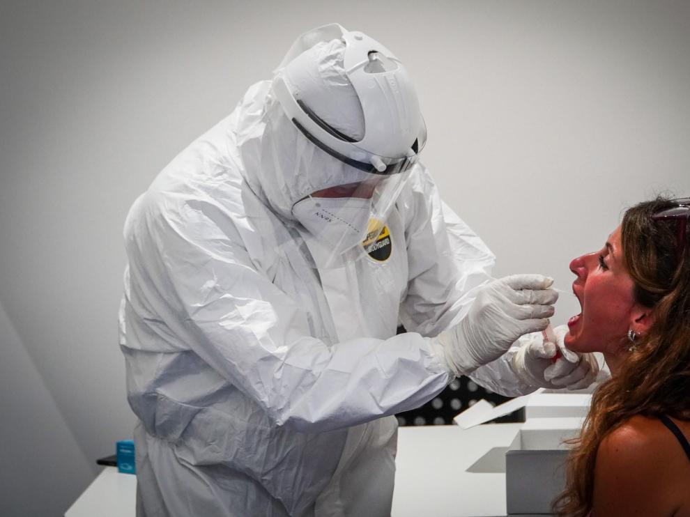 Los médicos advierten de que el dióxido de cloro pone en peligro la salud de los pacientes con covid-19