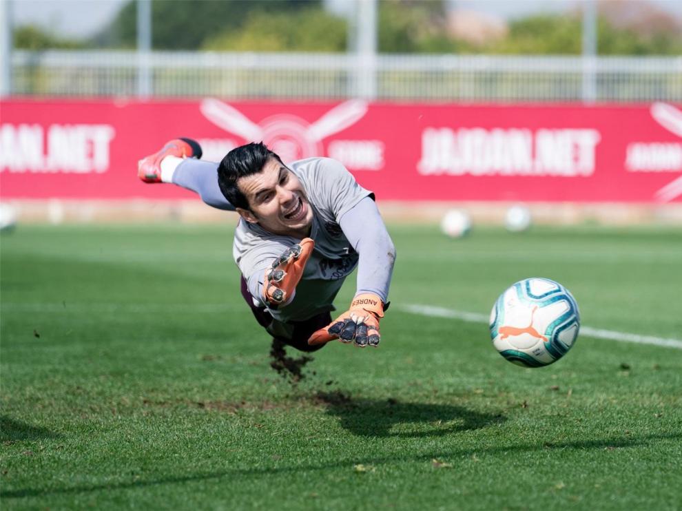 Andrés Fernández completará la portería del Huesca
