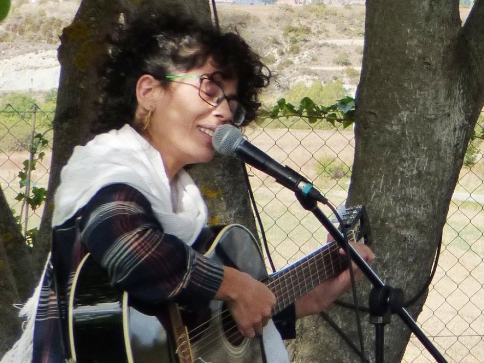 Alicia Canguero pone música al vermú en Vitelli Terrazza de Sabiñánigo