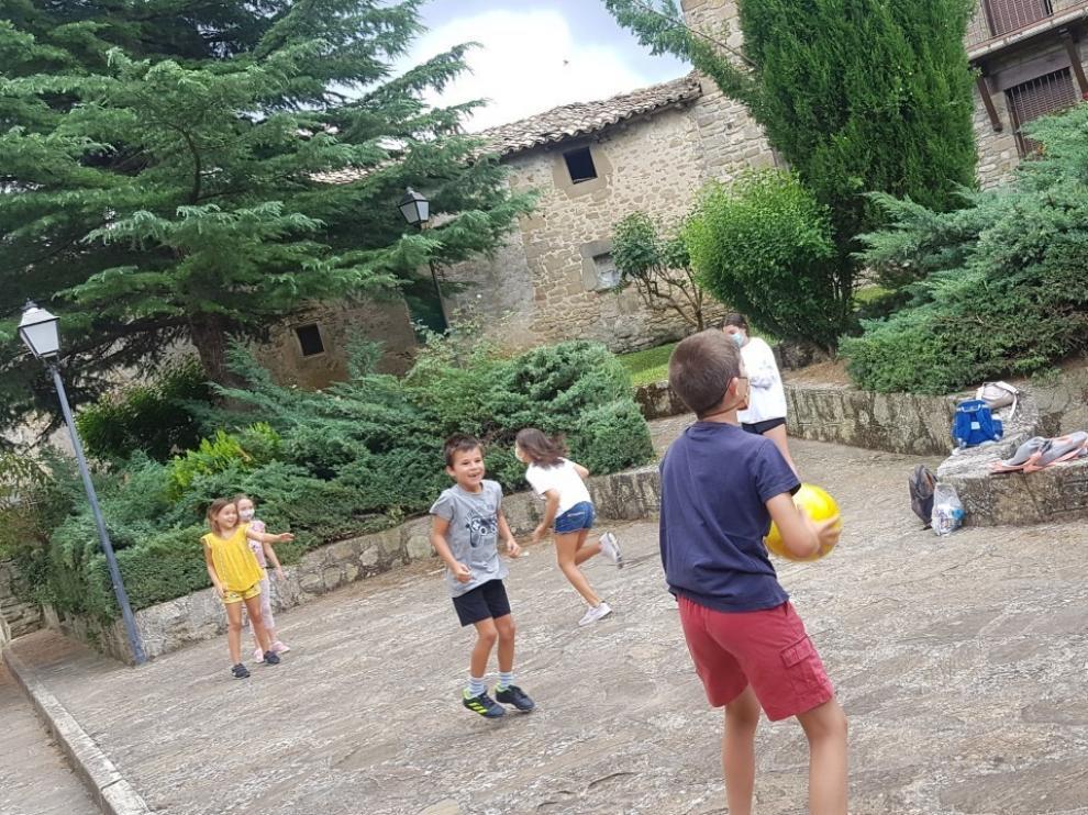 Un verano entre chapuzones y juegos en la Jacetania