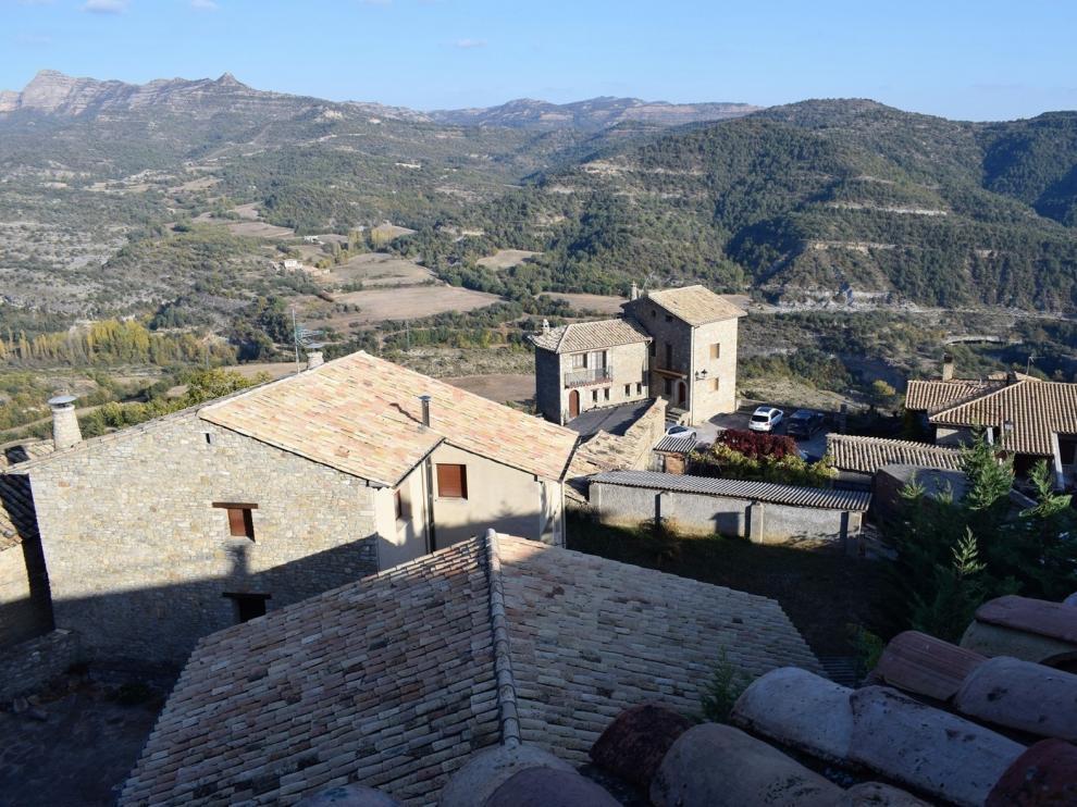 Roda de Isábena resiste este verano con una mayor afluencia de turistas aragoneses