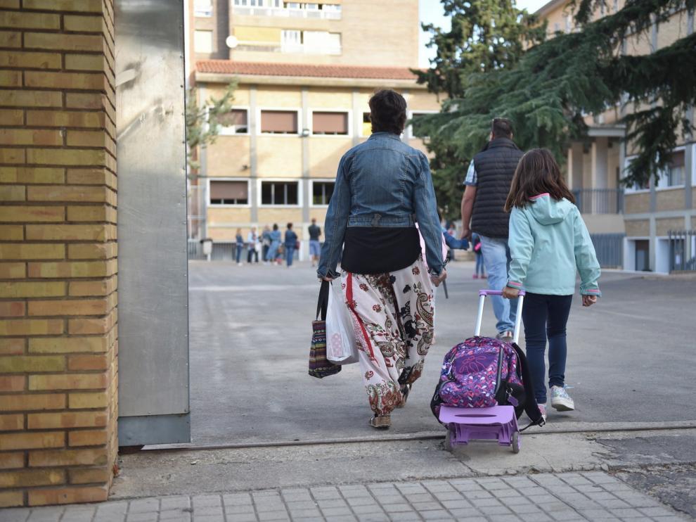 """El Gobierno convoca a las CC. AA. para abordar la """"vuelta al cole"""""""