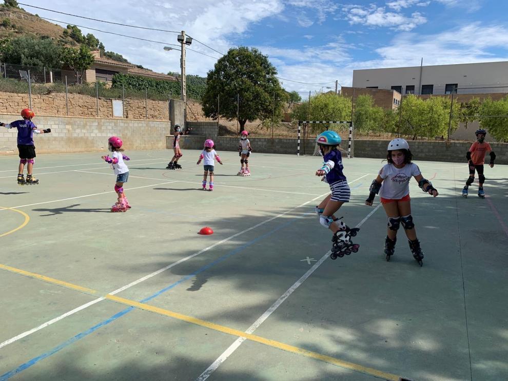 Balance satisfactorio en el taller de iniciación al patinaje para niños