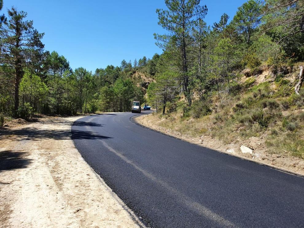 Las obras de mejora en el firme obligan a cerrar el tramo de la A-1205 entre Javierrelatre y Bernués
