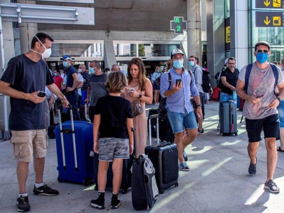Reino Unido desaconseja viajar a España y mantiene la cuarentena a los viajeros procedentes de nuestro país