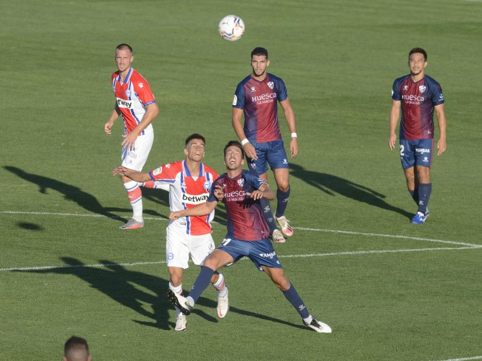El Huesca vence y convence (1-2)