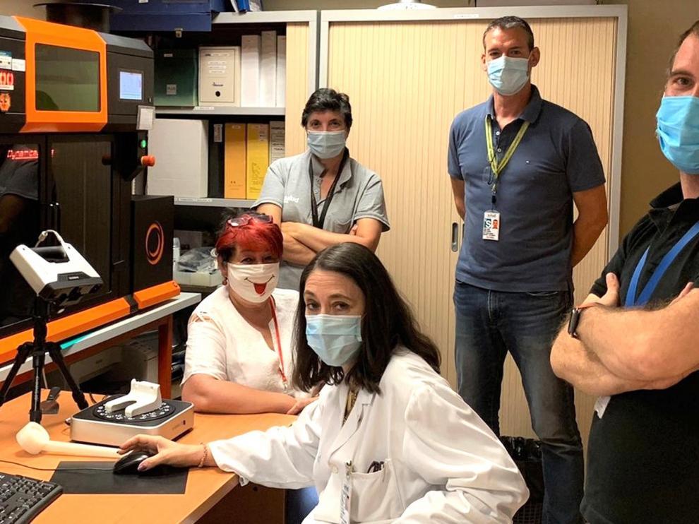 Una impresora 3D para crear piezas para el trabajo sanitario
