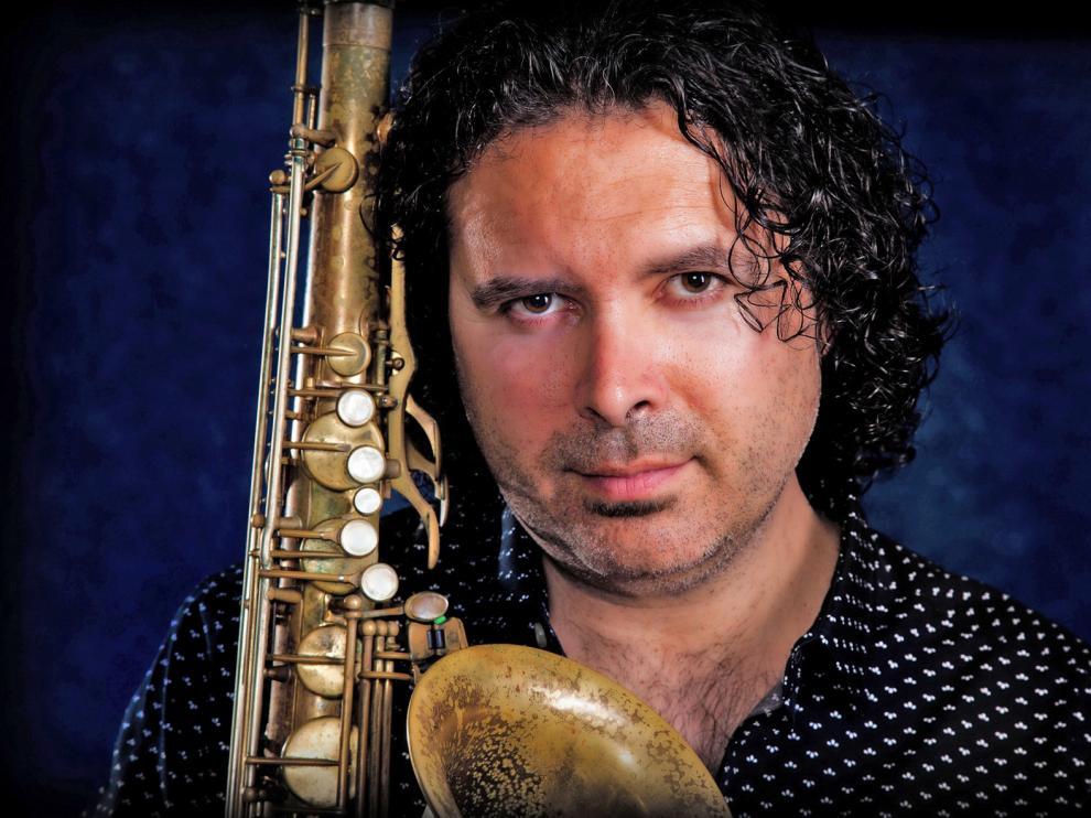 Kiko Berenguer posee un estilo propio, forjado a partir de sus orígenes y ricas vivencias musicales