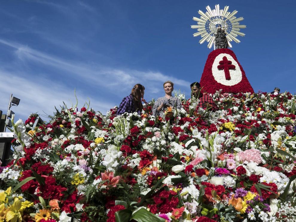 Zaragoza propone depositar las flores de la ofrenda del Pilar en los balcones