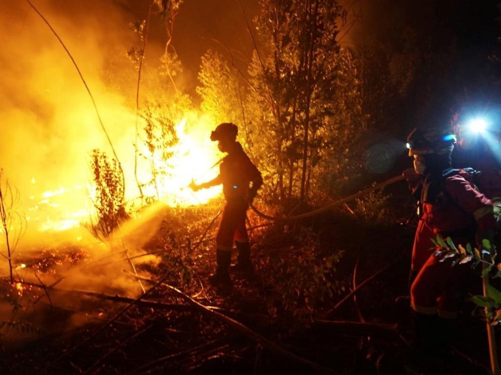Intensa jornada de incendios forestales con siniestros en varias comunidades