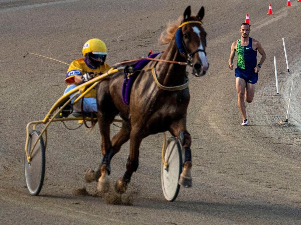 Toni Abadía se impone al caballo