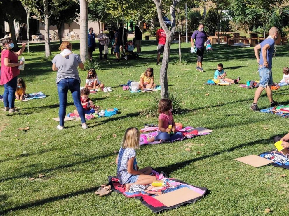 Los niños de San Esteban de Litera aprenden a reutilizar materiales