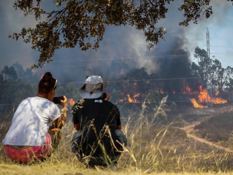 El incendio de Huelva ya ha afectado a 10.000 hectáreas