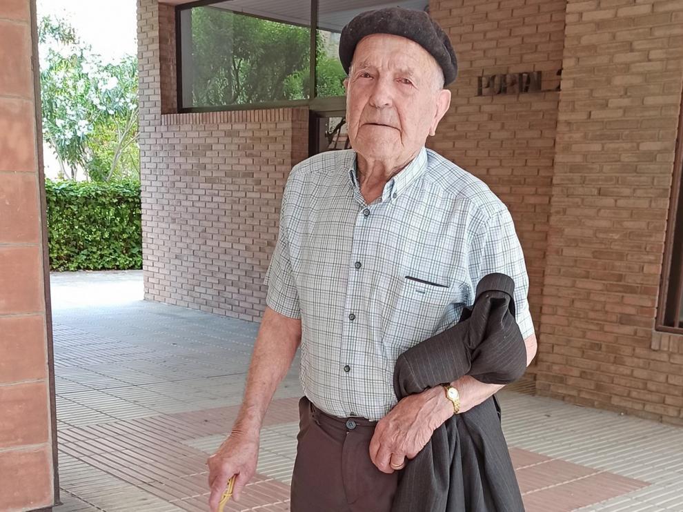Segundo Talón cumple 100 años con su familia y sin dejar de salir al café