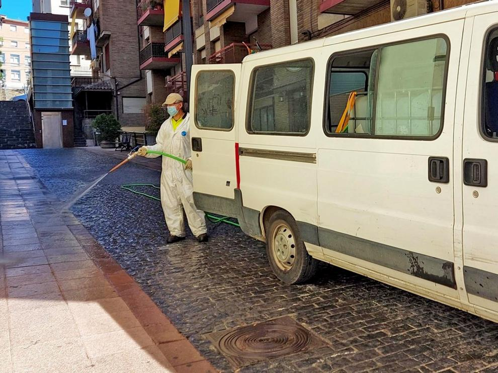 Siguen las labores de desinfección en Sabiñánigo como medida de prevención contra el coronavirus