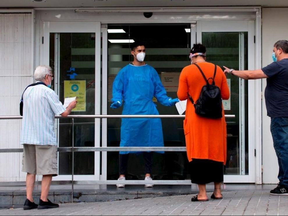 """El CSIF advierte de que aún faltan más de 6.000 sanitarios y la situación en Atención Primaria empieza a ser """"caótica"""""""