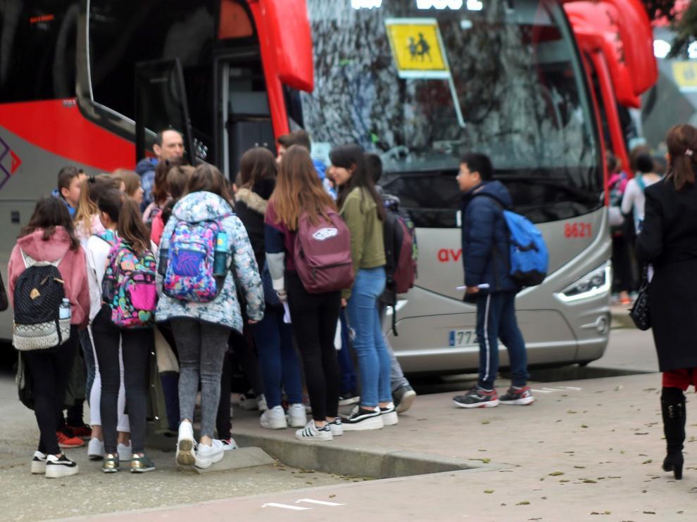 El Gobierno de Aragón delega el transporte escolar en cuatro comarcas de Huesca y en Barbastro