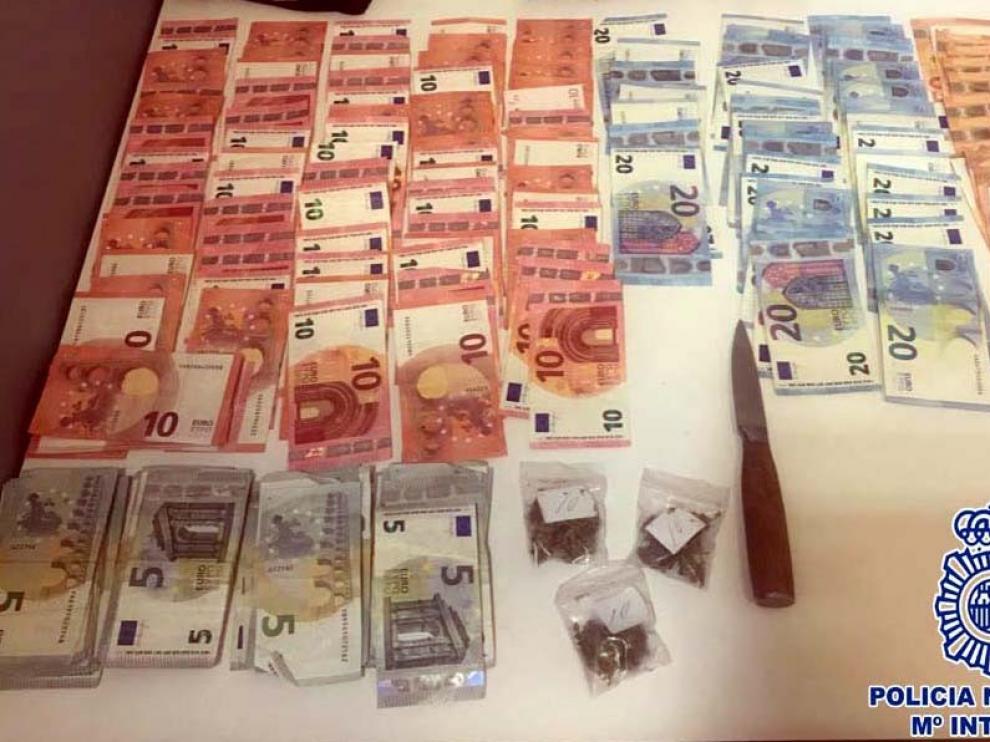 La Policía Nacional interviene 2.555 euros al sorprender a un joven durante un pase de droga en Huesca