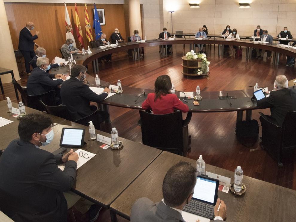 """El presidente de la DPH sostiene que no invertir los remanentes """"es dejar de lado los intereses de los altoaragoneses"""""""