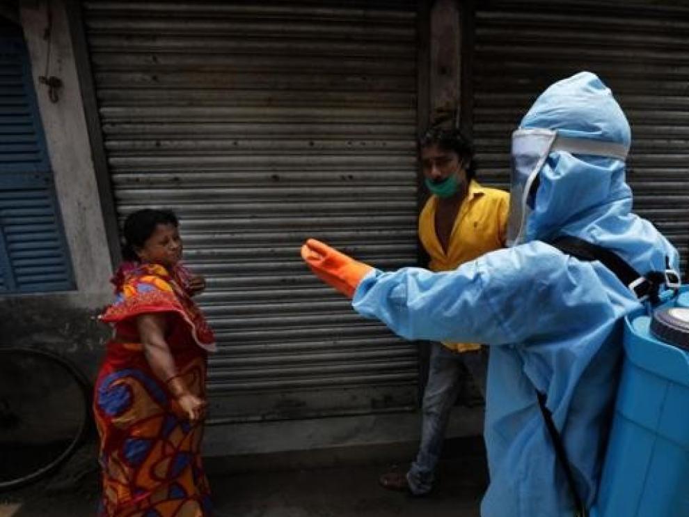 India rompe su propio récord mundial en los contagios diarios