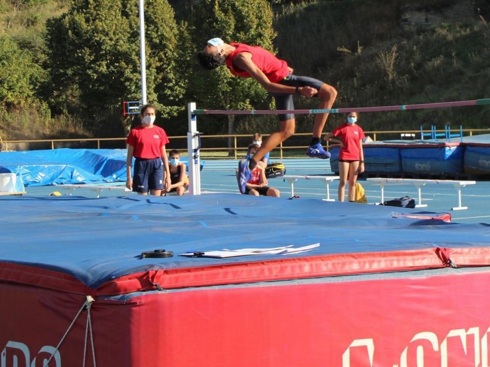 Un récord de España cadete y otro de Hinaco en Monzón