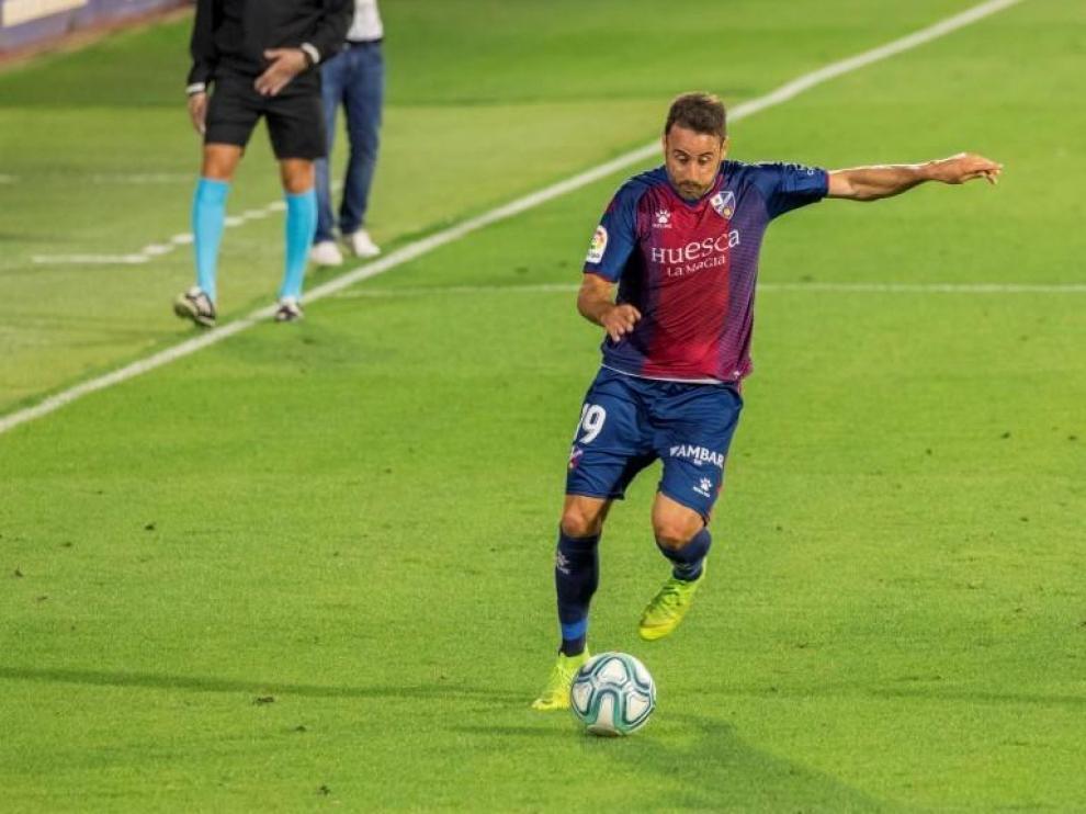Pedro López puede ser baja un mes en el Huesca