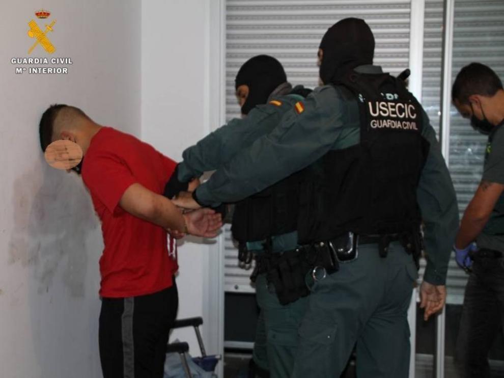 La Guardia Civil detiene a tres personas en una vivienda ocupada en Utebo