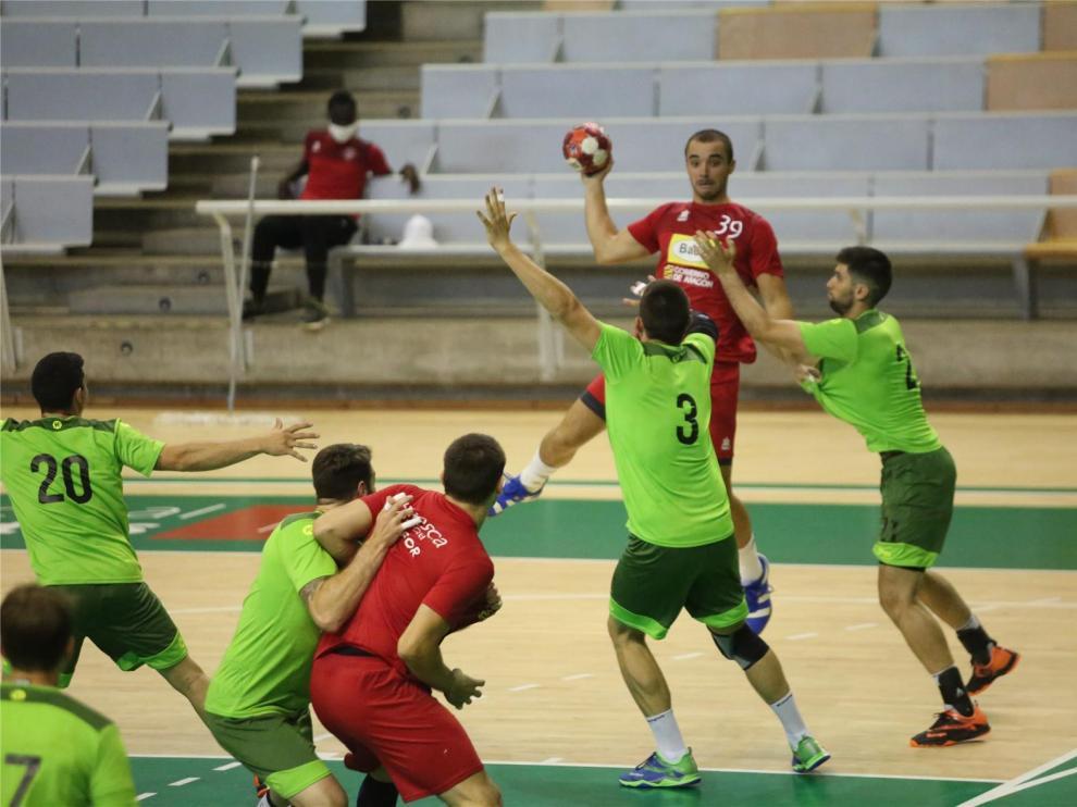 Bada Huesca se estrena ante Guadalajara y con público