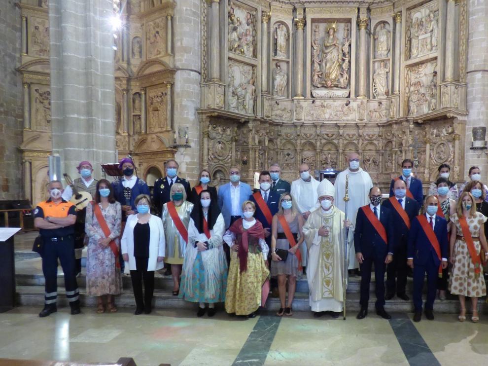 Barbastro dice adiós a sus no fiestas con una misa en su Catedral