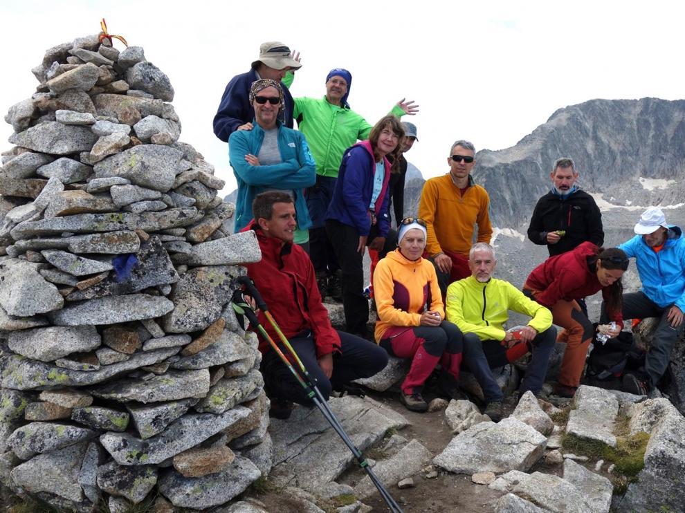 Ascenso al pico Mulleres para recuperar la actividad