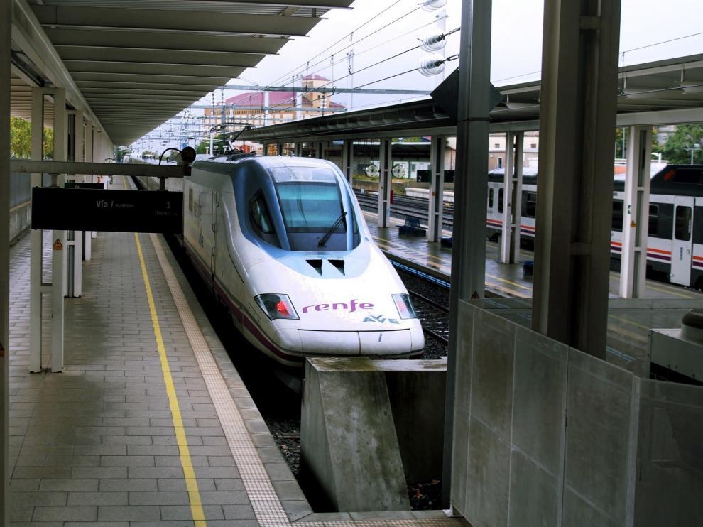 Luis Felipe sigue a la espera de que Renfe modifique el horario del AVE para que llegue antes a Madrid desde Huesca