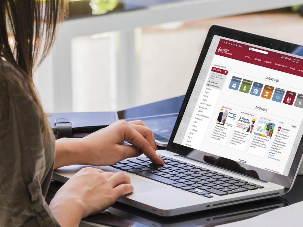 """Más de 1.300 inscripciones a cursos gratuitos """"online"""" de la FLC"""