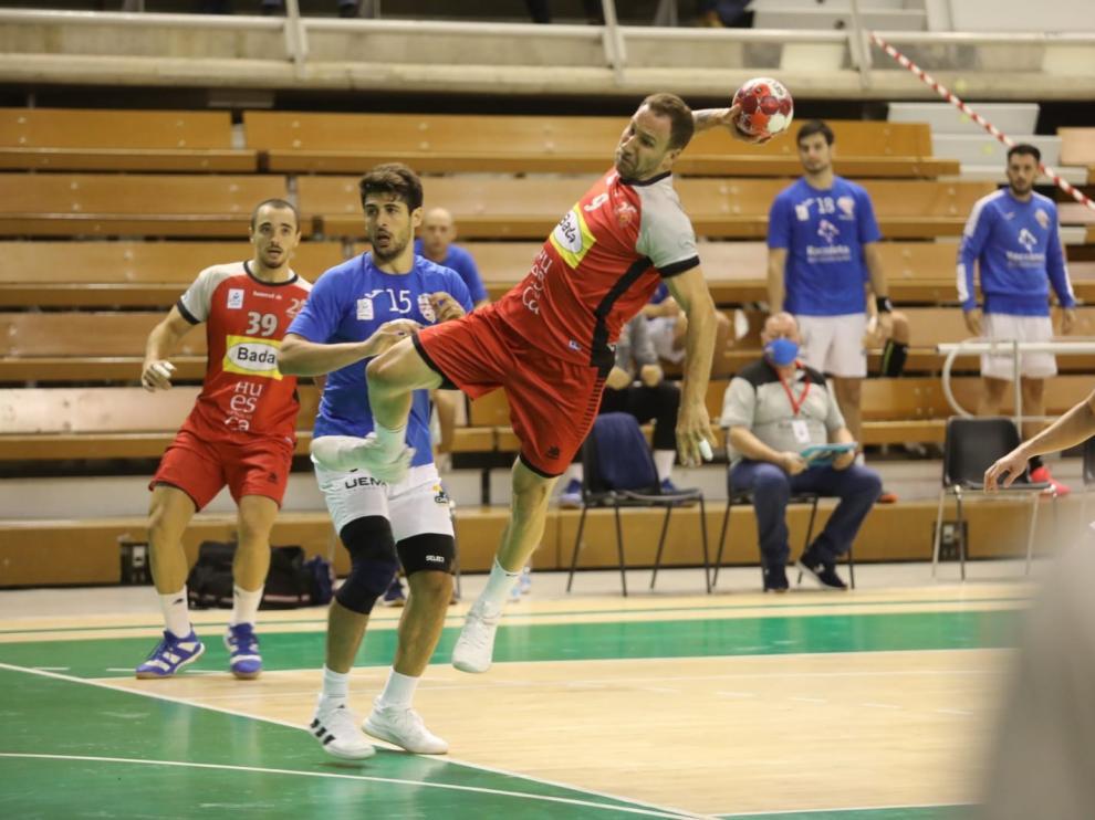 Bada vuelve a caer en Huesca lastrado por un desastroso inicio (25-35)