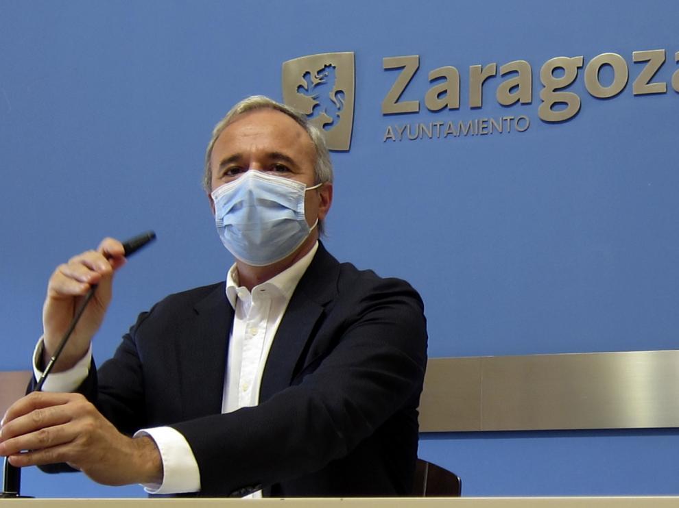 Azcón pide al Gobierno que se siente a negociar sobre los remanentes de los ayuntamientos