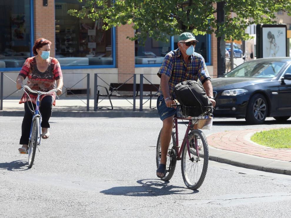 Los usuarios de coches y bicis creen que en Huesca falta conciencia para que convivan estos vehículos
