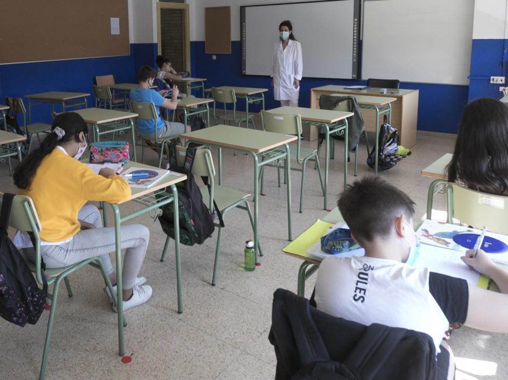 Csif denuncia que los docentes aragoneses puedan volver a trabajar si la PCR es negativa