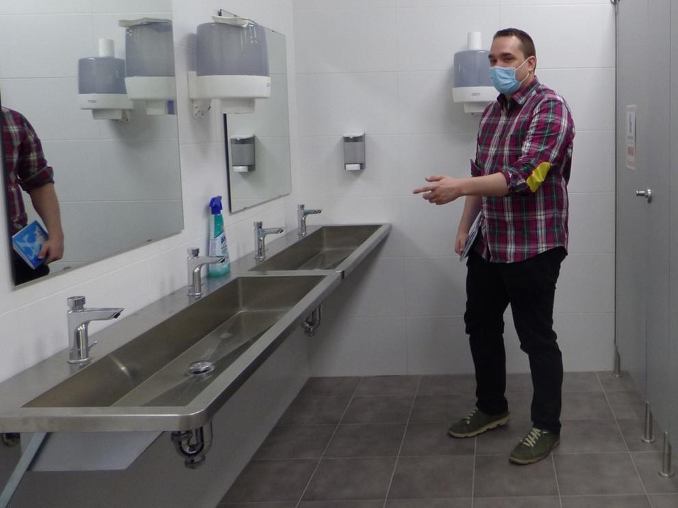 Arreglan baños del colegio Montecorona de Sabiñánigo