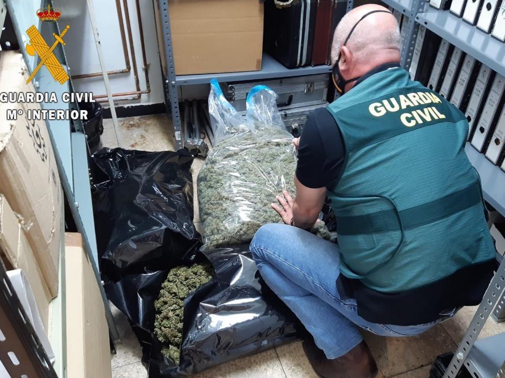 Tres detenidos en Búbal con 15 kilos de marihuana