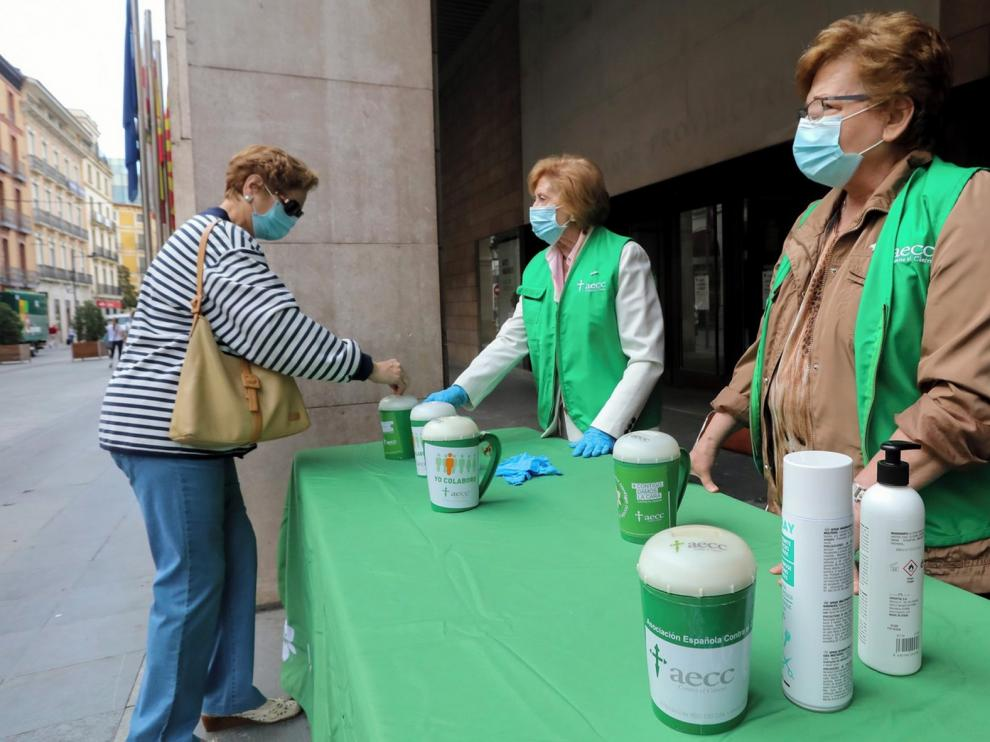 La AECC sale a las calles de Huesca y realiza su campaña de cuestación