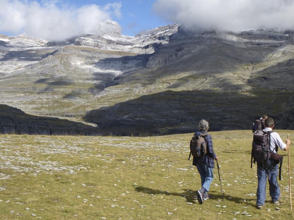 La Federación Aragonesa de Montañismo convoca el Día del Senderista frente al coronavirus