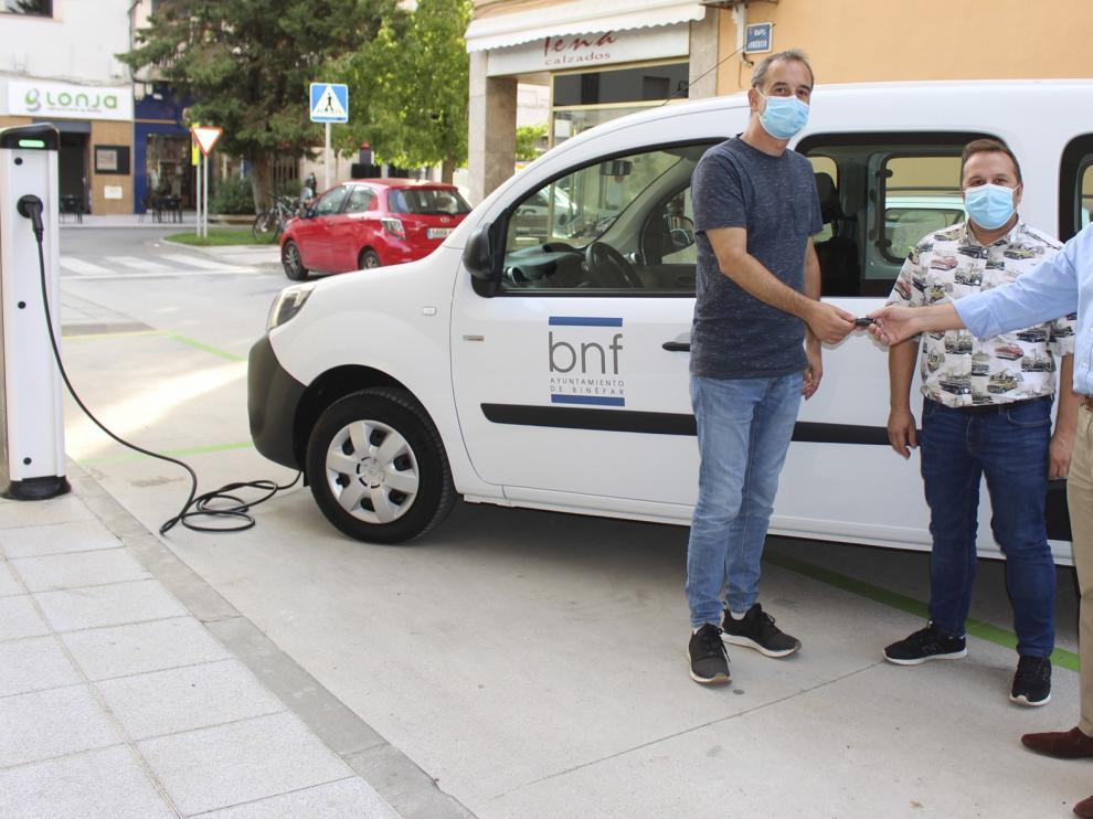 El Ayuntamiento de Binéfar incorpora el primer vehículo eléctrico a su flota