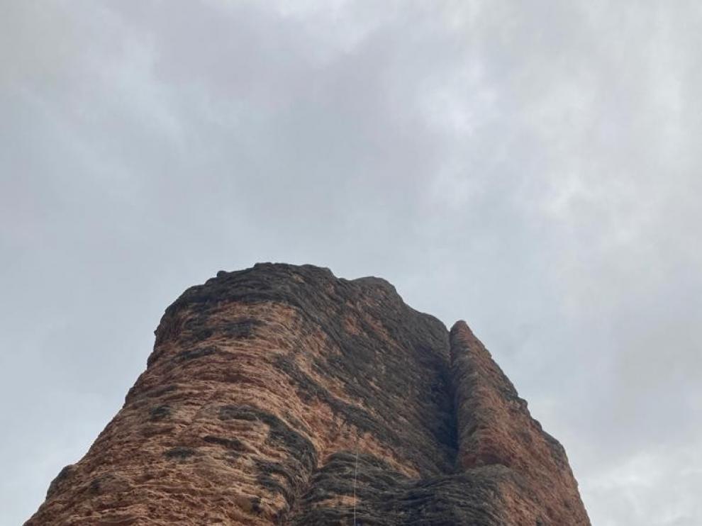 Rescatan a una escaladora que se quedó suspendida en Riglos