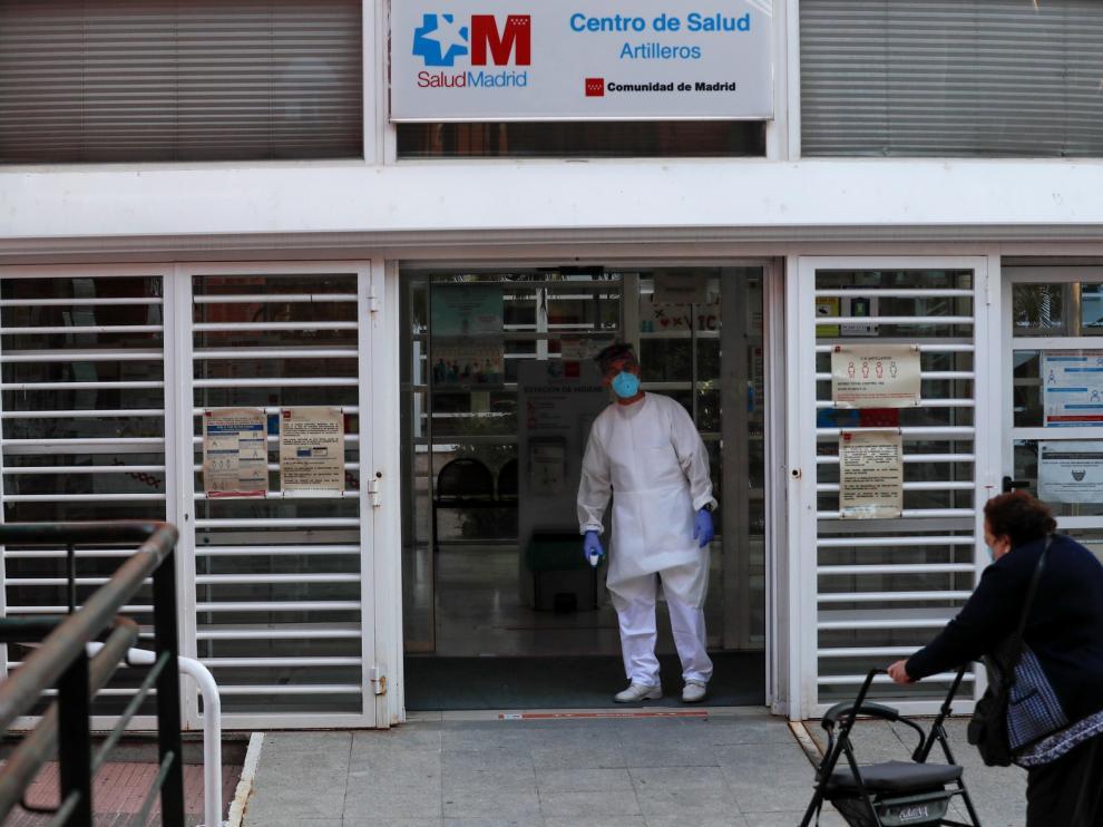 El presidente de la Organización Médica Colegial a favor de que Madrid vuelva a casi una fase 1